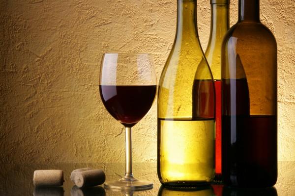 bigstock-Wine-Testing-2665539-600x400.jpg